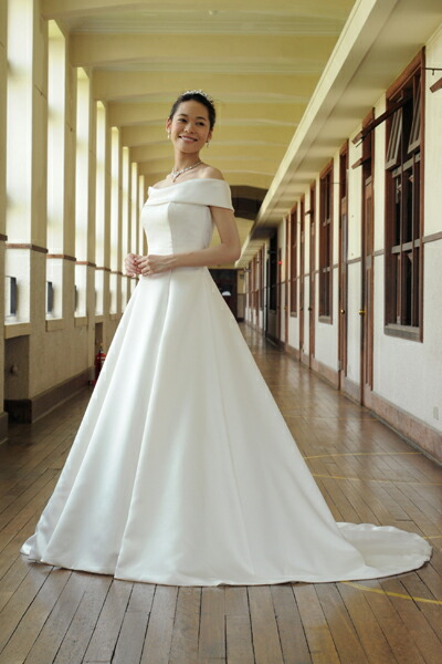 無駄のない高級感 上質でシンプルなウェディングドレスおすすめ10選