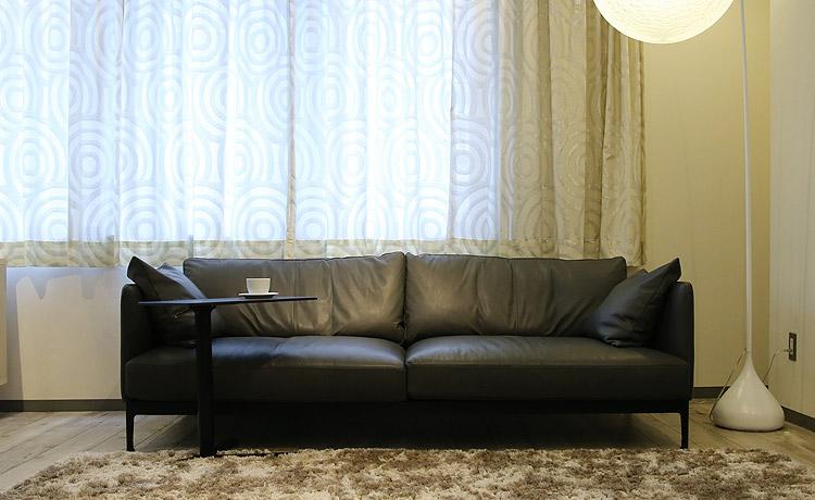 マルキン家具で展示中の昇降式サイドテーブル