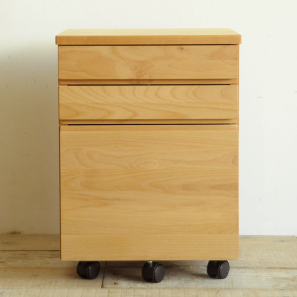 シンプルなデザインのデスク&ワゴン