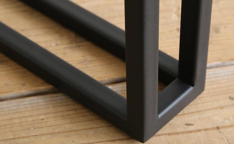 ブラックアイアンの脚とモンキーポッドの一枚板テーブル幅160