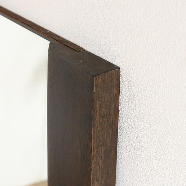 無垢材で贅沢な空間をつくる壁掛けミラー