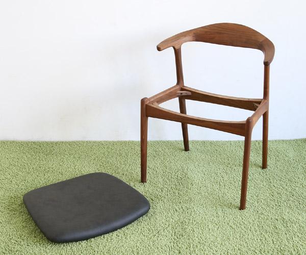 シキファニチアの椅子は座面の張り替えができます