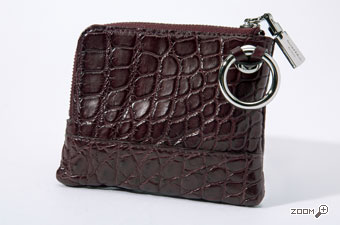 96030c37b20b 袋縫いで作成しており自然なゆるみが、クロコ革の斑(ふ)と呼ばれるウロコの凸凹が際立ち、ふっくらと柔らかに且つ、クールカジュアルな仕上がりとなっています。