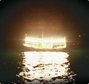 いか釣り漁船
