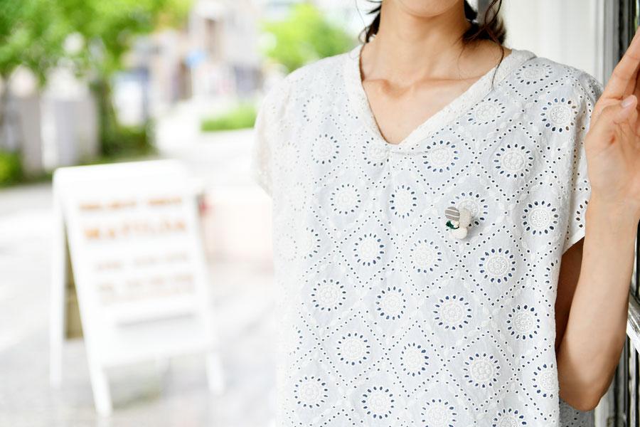 【SAWA サワ】淡水パール お花モチーフのブローチ・リーフモチーフ付き