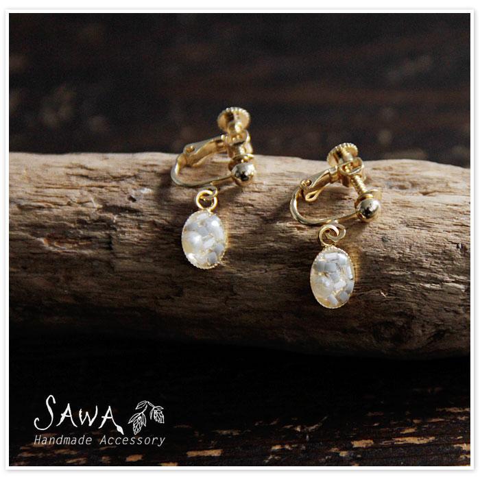 【SAWA サワ】樹脂ビーズ と 淡水パール の  ピアス / イヤリング
