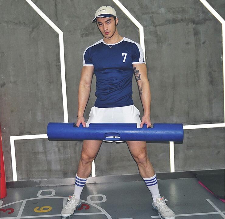 【OMG】ジム着はかっこよくスポーティじゃなきゃ!ショルダーにラインをいれてナンバリングをいれたユニフォームのようなトップス!
