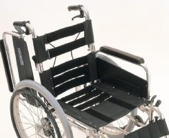 自走用脚部スウィングイン・アウト車椅子カワムラサイクル