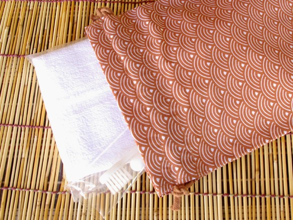 ホテル・旅館アメニティ 和風柄巾着 小 青海波柄 エンジ 500枚ロット