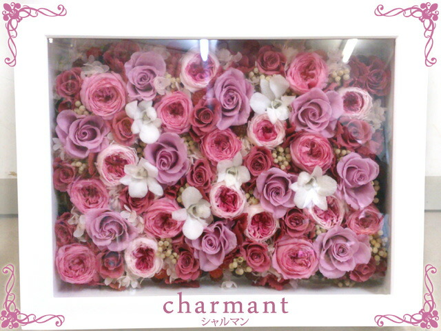 女の子の憧れ、高価なバラをふんだんに使用したお花畑のような可愛らしいピンクの壁掛けの額縁アレンジ♪ シャルマンアップ