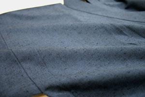 しっかりとした、深みのある国産紬素材を使用しています