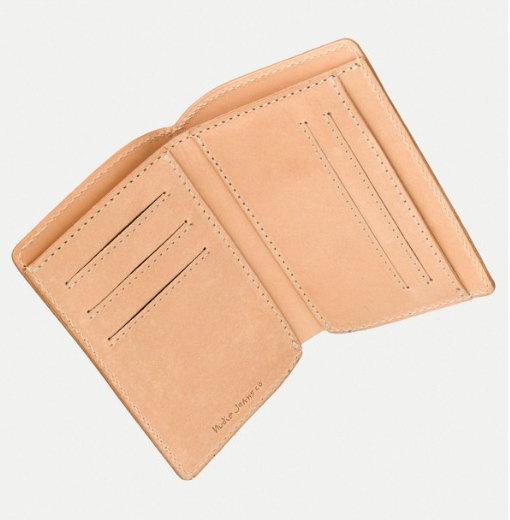 キャッシュレス社会にピッタリ★カード収納メインのコンパクトで薄型、サドルレザーウォレット,Nudie Jeans co,ヌーディージーンズ,MARK WALLET, SADDLE LEATHER,サドルレザーウォレット,二つ折り財布,NATURAL,ナチュラル