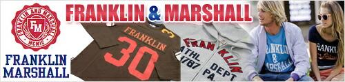 毎シーズン圧倒的な人気を誇る、FRANKLIN&MARSHALL(フランクリン・マーシャル)。定番のフットボールTシャツとカレッジロゴプリントTシャツは、今シーズンも絶好調〜。都会的なアメカジやリラックススタイルに注目が集まる昨今、「MADE IN U.S.A.」にありがちな、オーバーサイズのボックス型では、野暮というもの・・・フランクリン・マーシャルなら、そこは「イタリアメイド」。絶妙な着丈に身幅、フィッティング感のおかげで、単なるクラシカルなだけではなく、むしろ、「モダン」な印象を与えてくれます
