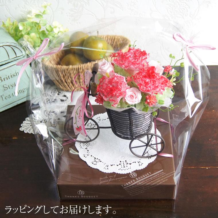 母の日やお誕生日に。プリザーブドフラワーのカーネーション、お花の三輪車、ラッピング