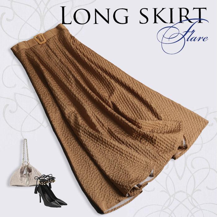 コーデを華やかに演出する煌めくロングフレアスカート