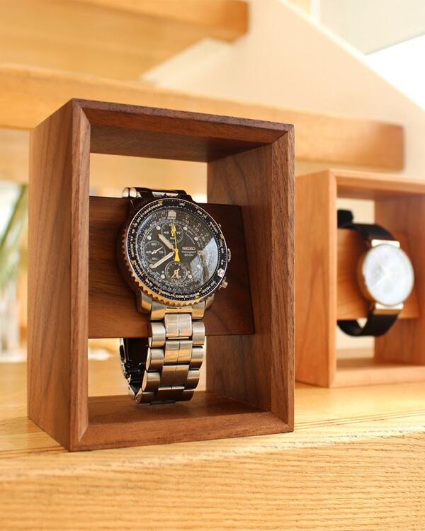 高級天然木のフレームが腕時計を引き立てるウォッチスタンド