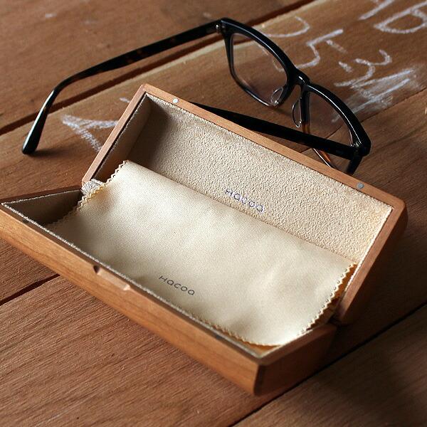 大切な眼鏡やサングラスが傷つかないスウェード張り。