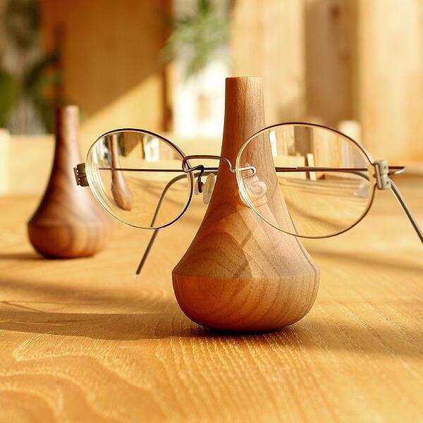大切な眼鏡をおしゃれなインテリアに「GlassesStand Swing」