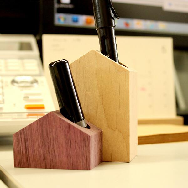 オフィスの机の上に印鑑やペンを手軽に立てる事ができます