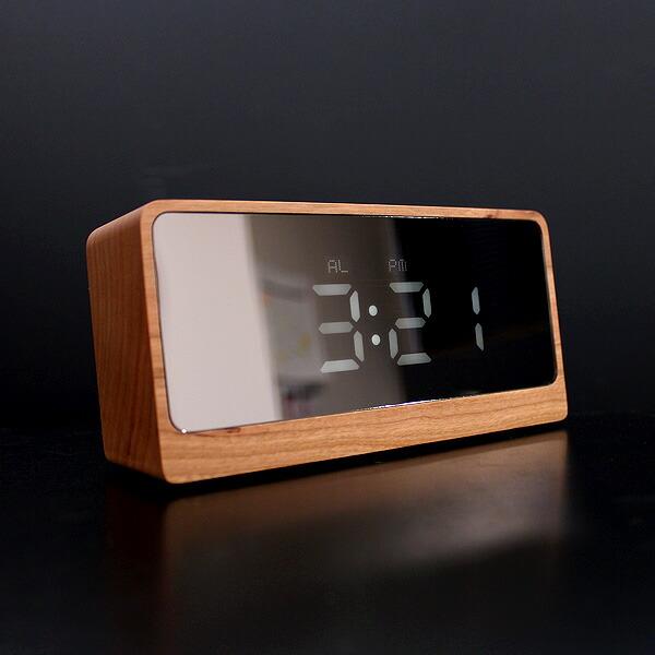 時刻は12/24時間表示を切り替える事ができます。