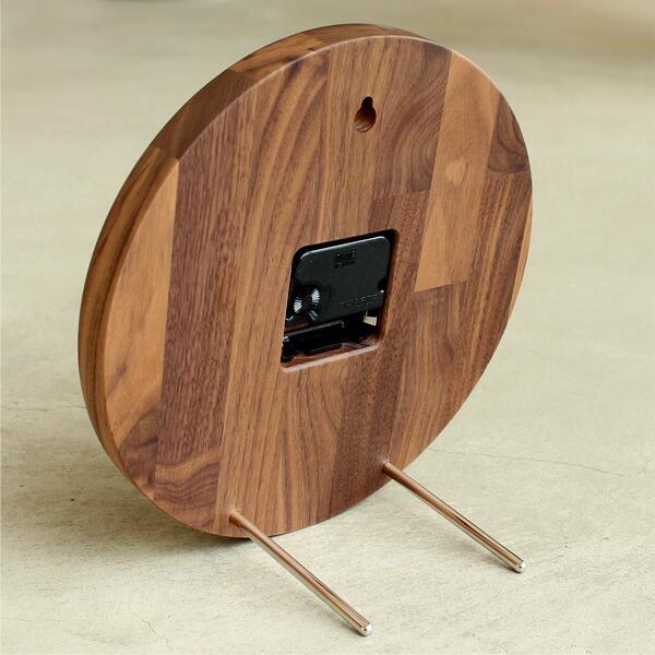 付属の金属棒を裏側に差し込むことで、壁掛け時計から置き時計としてもお使いいただけます。