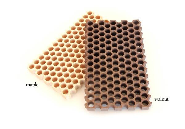 メープルとウォールナットを使った木製鍋敷き