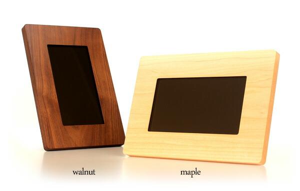 2種類の木からお選びいただける、Hacoaの木製デジフォト