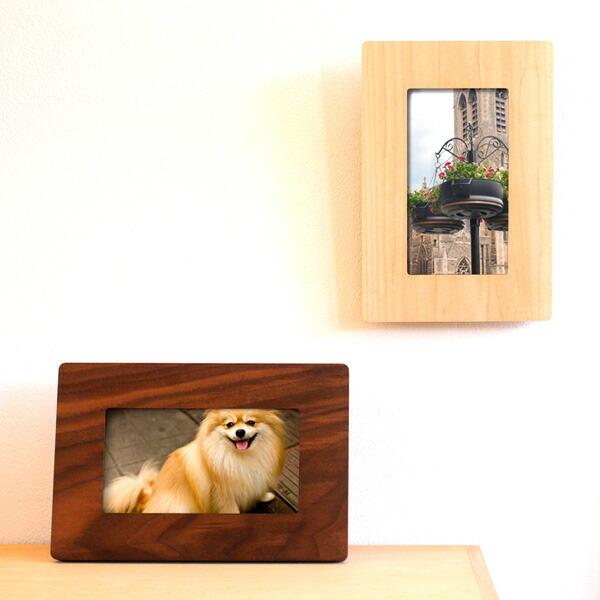 壁掛けもできる木製デジタルフォトフレーム