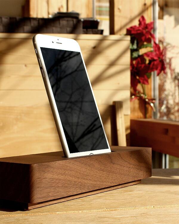 素材を活かしたシンプルな木製スピーカー