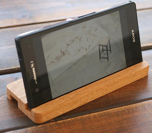 木製のスタンド、木製スマートフォンケース使用時でも使えます