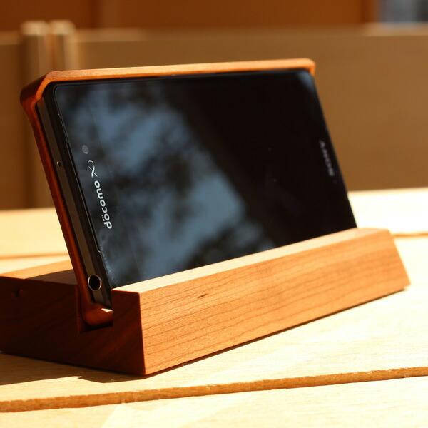 チェリーのスタンド、木製ケース使用時でも使えます