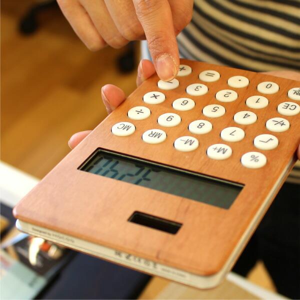 手触りが心地良い、大きい木製ソーラー電卓「SOLAR POWERED CALCULATOR WIDE」
