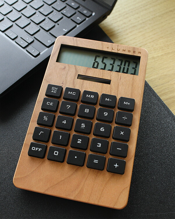 手触りが心地良い、大判の木製ソーラー電卓「SOLAR POWERED CALCULATOR WIDE 2」