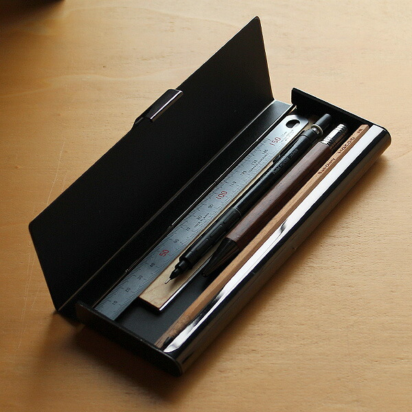 約180×φ13mm迄のペンを収納可能できます。