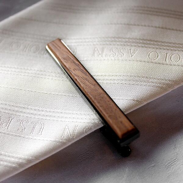 ネクタイの印象を引き締める、大人のコーディネート「TIE PINS」
