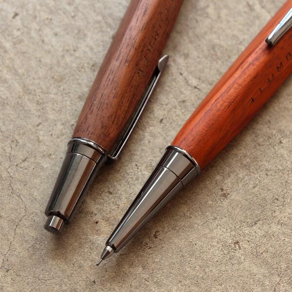 通常のシャーペンでは味わえない、自然と手に馴染む天然木のシャーペンです。
