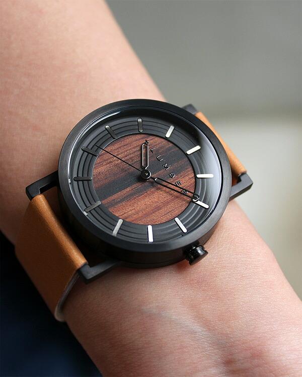 ステンレス削り出しケースに銘木を使用した木製腕時計