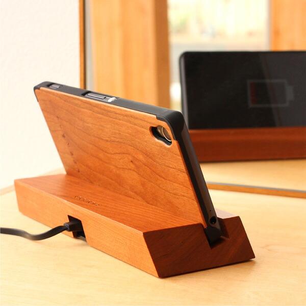 +LUMBERブランドの木製Xperia Z3ケースを装着したまま使用可能なスマホスタンド