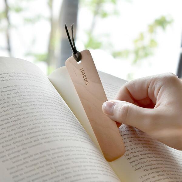 木の安らぎで、物語にひと休み。木製ブックマーク