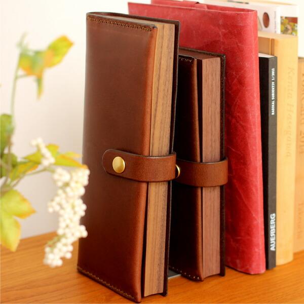 本棚に収納してペンのコレクションケースとして