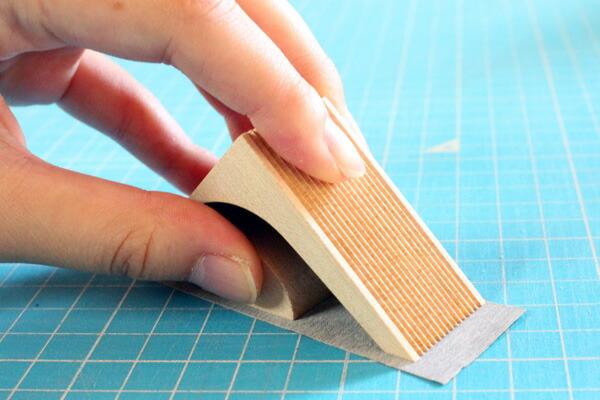 マスキングテープの木製テープカッター