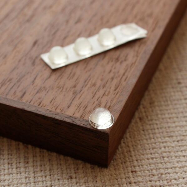 滑り止めのクリアバンパーを取り付けることで、MDペーパー専用木製メモトレイの安定性が増します