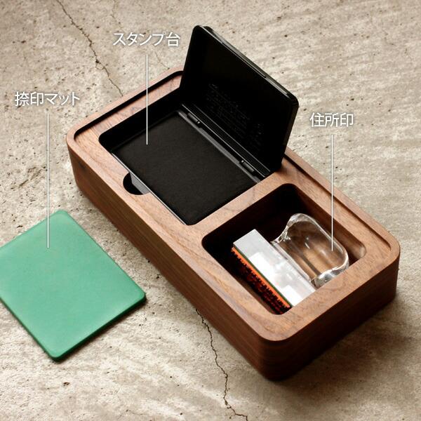 住所印も収まる木製印鑑ケース。朱肉やスタンプマットも付属