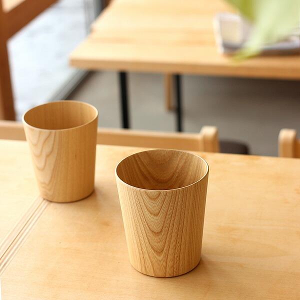 コーヒーや紅茶を飲むのにピッタリ。木のグラス