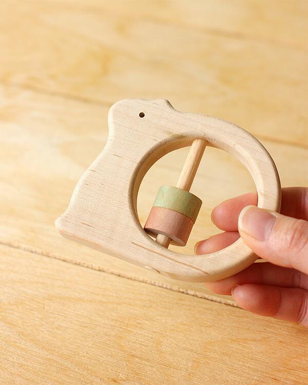 日本製にこだわった、りすの形をしたかわいい木製がらがら・ラトル