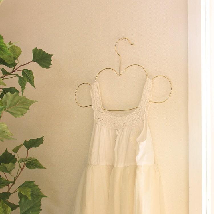 子供服をスッキリ整理する、おしゃれなベビー・キッズハンガーは?