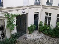 パリオフィス : 20 rue du Petit Musc 75004 Paris TEL: +33-1-44610558