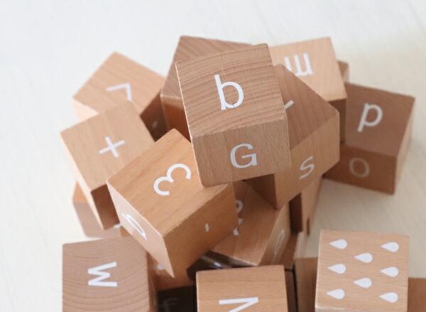 【長文もOK!24ブロック木箱入】kinomi 木製アルファベットブロック 白英語のおしゃれな積み木【オブジェ 出産祝い 木のおもちゃ 誕生日プレゼント 幼児 知育玩具 1歳 2歳 3歳 女の子 男の子 kiko つみき 積木 ABCブロック】