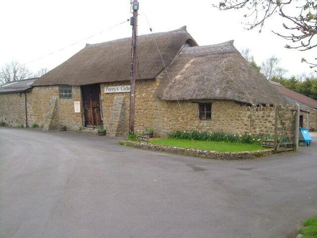 ファームプレス藁葺小屋