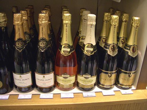 王室御用達高級デパートのワイン売場